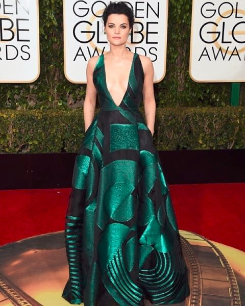 The Blindspot Actress Jamie Alexander Looked Absolutely Stunning In Her Plunging Emerald Green Gown By Genny